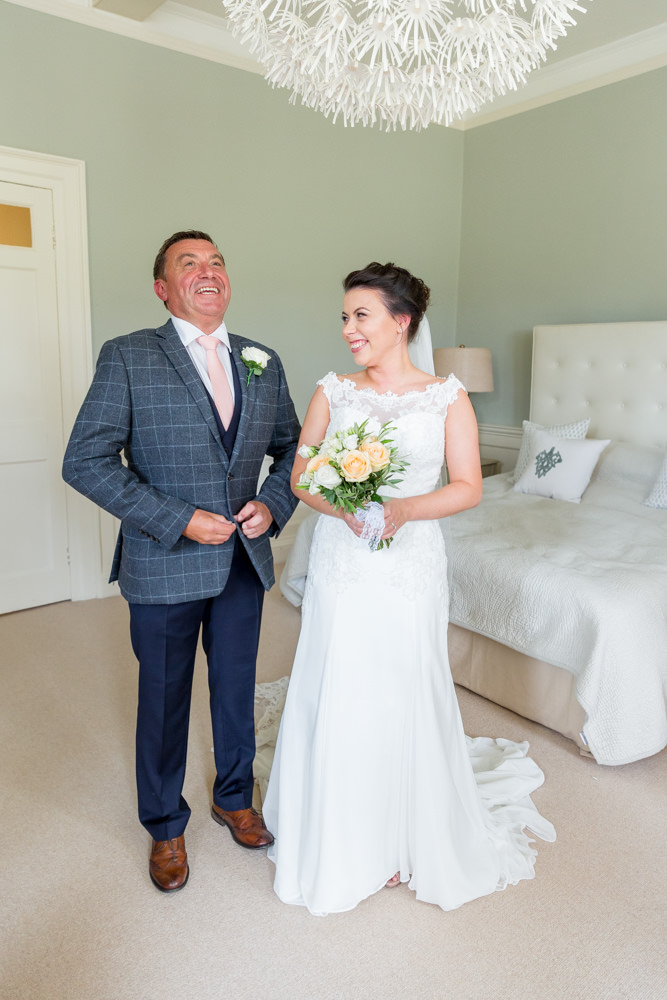Dad getting emotional seeing his daughter on her wedding day